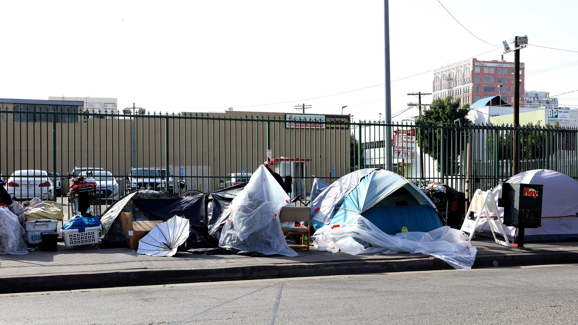 L a 39 s homeless population has grown by 75 in 6 years axios for Homeless shelters los angeles