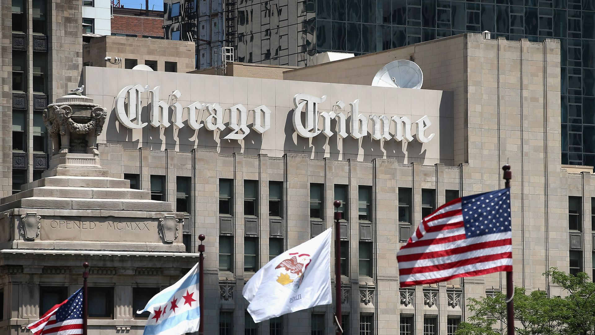 Building front of Chicago Tribune.