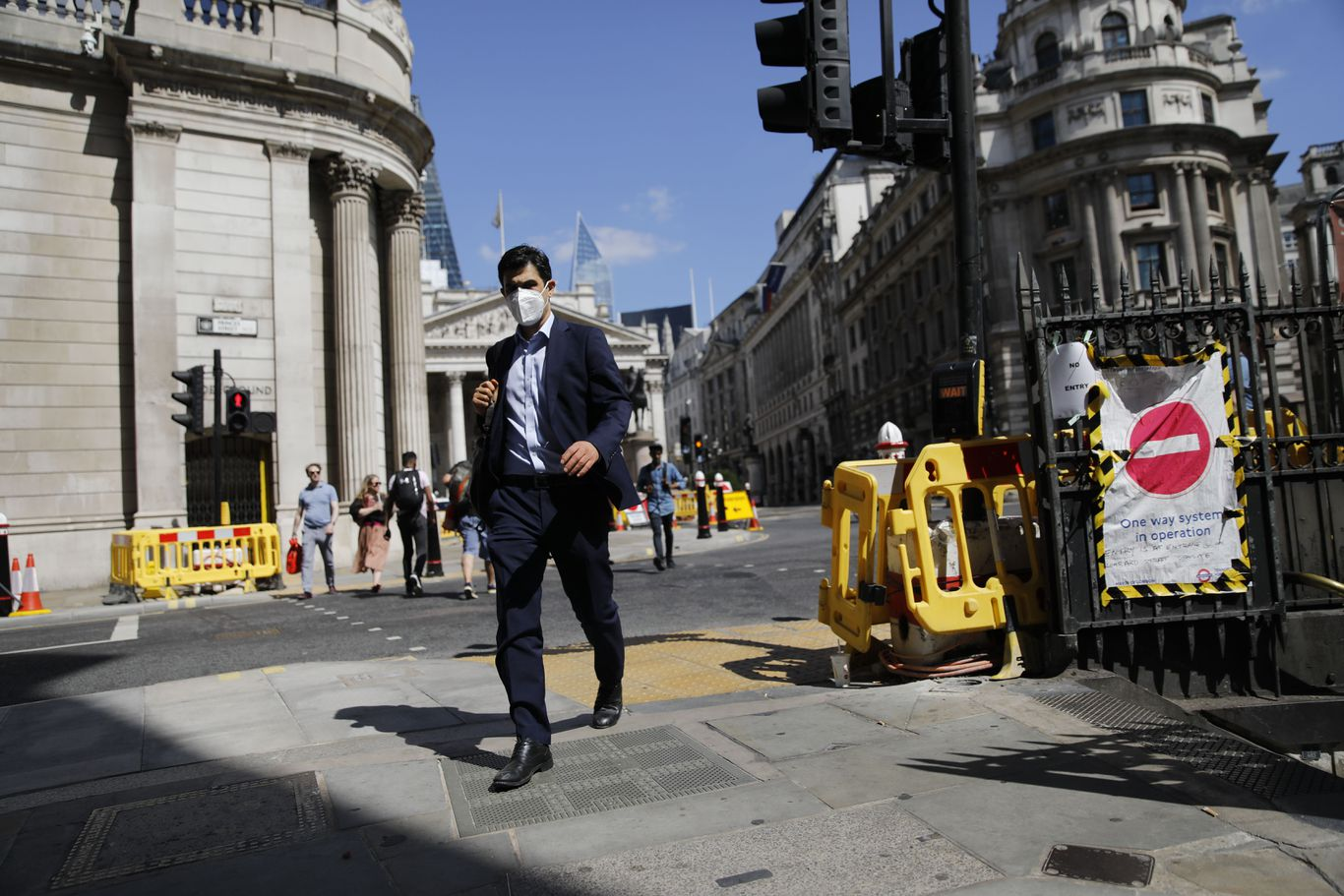 """Pandemic plunges U.K. into """"largest recession on record"""" thumbnail"""