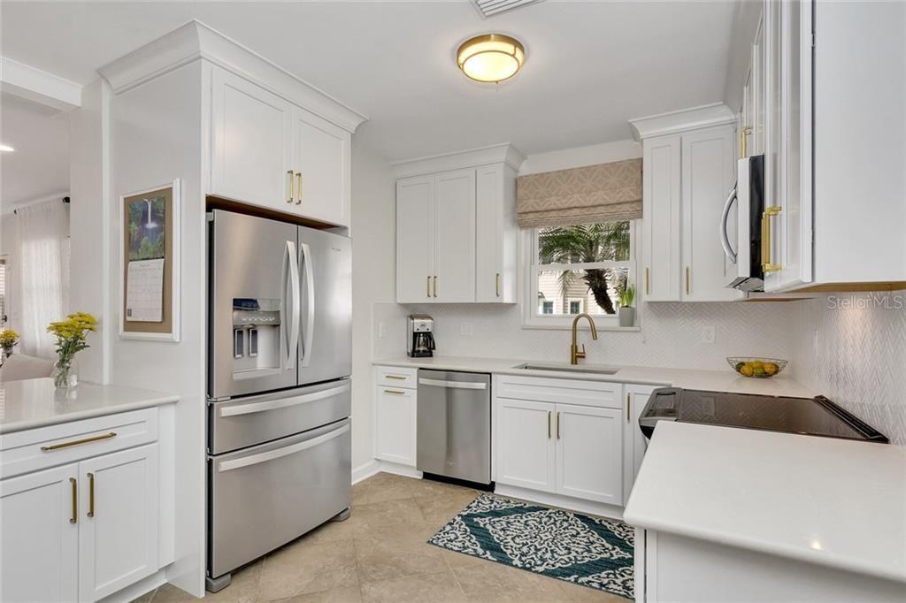 2915 W. San Rafael St. kitchen