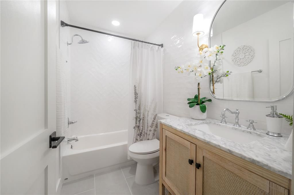 7202 N 15th St.  bath