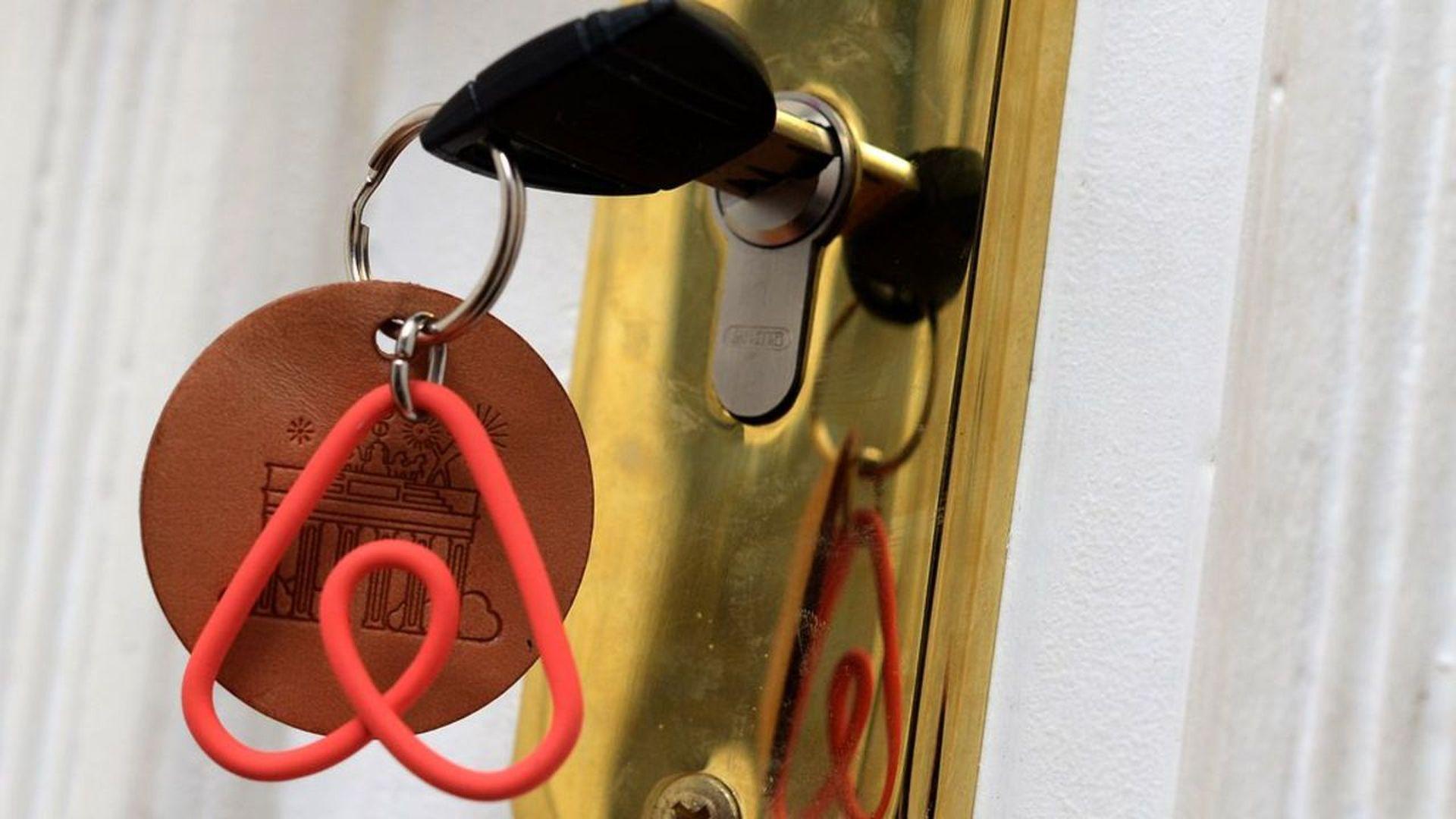 Airbnb logo as a key chain