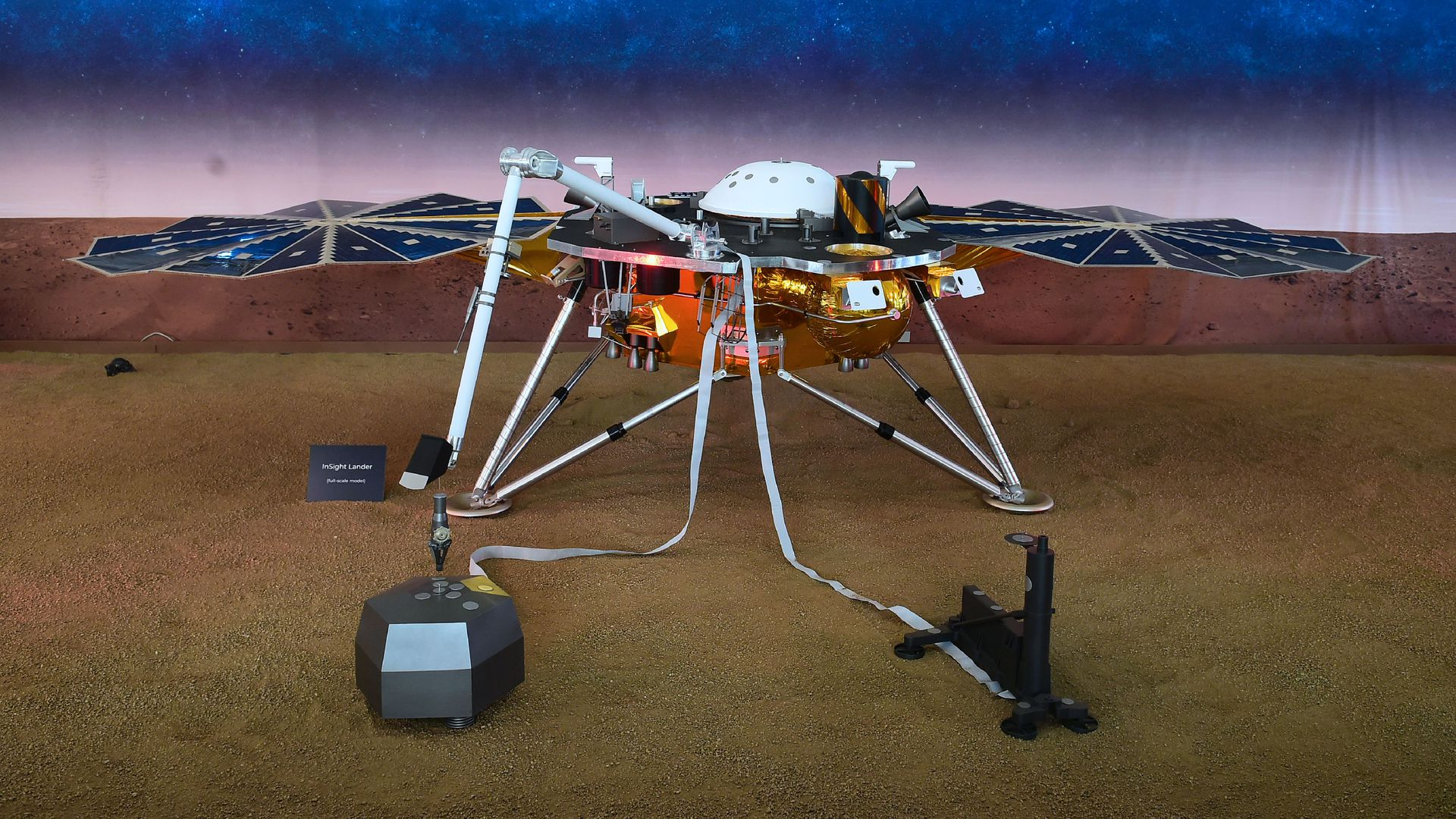 A replica of the InSight Mars Lander is on display at the NASA Jet Propulsion Laboratory (JPL) in Pasadena, California