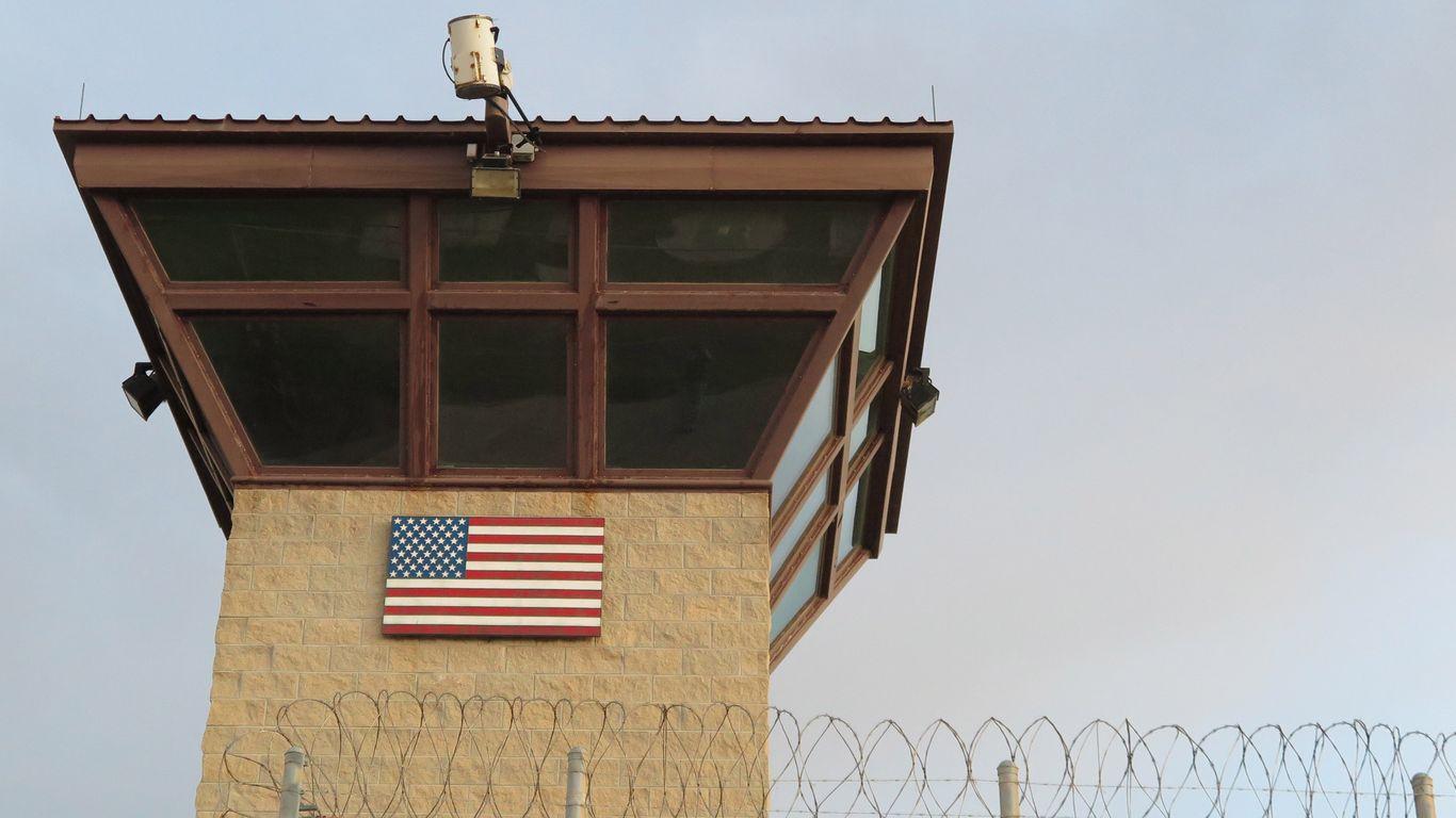 Pentagon pauses plan to offer coronavirus vaccines to Guantánamo detainees thumbnail