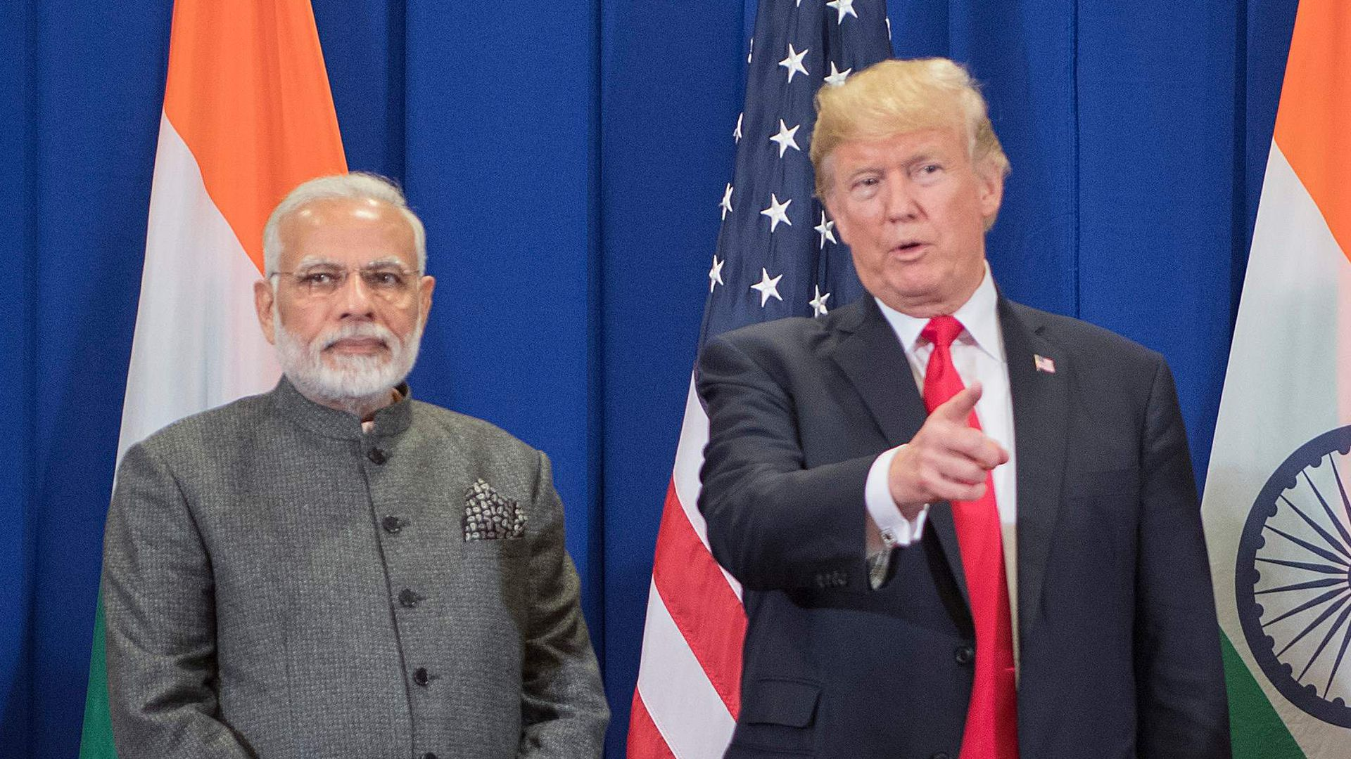 US President Donald Trump (C) speaks with Indian Prime Minister Narendra Modi on the sideline of the 31st Association of Southeast Asian Nations (ASEAN) Summit in Manila on November 13, 2017.