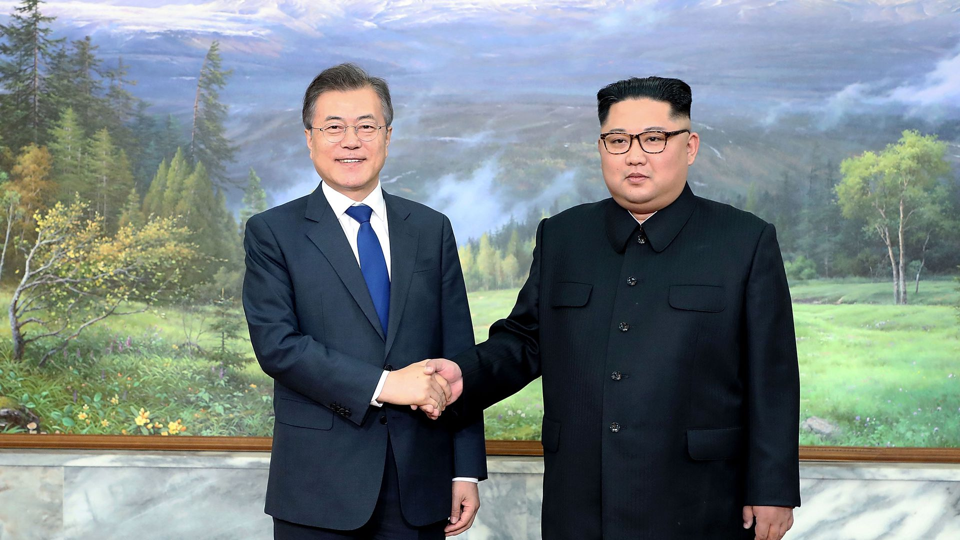 Moon Jae-in shaking hands with Kim Jong Un