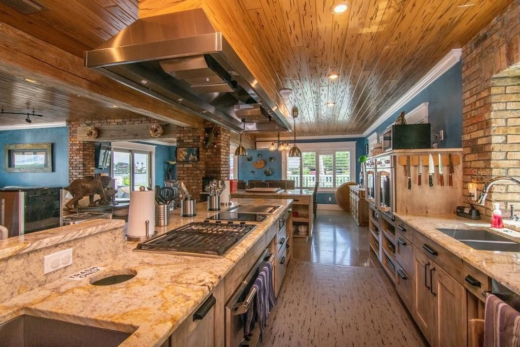 941 Bay Esplanade kitchen