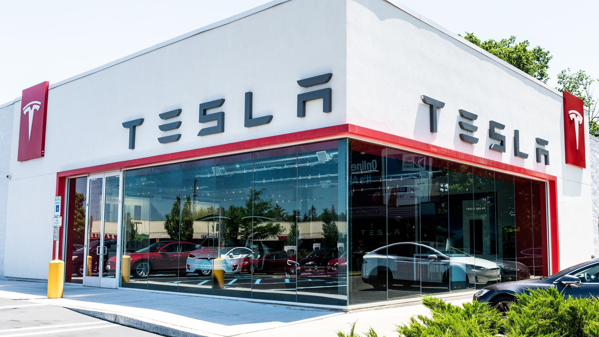 Photo of a Tesla store in New Jersey