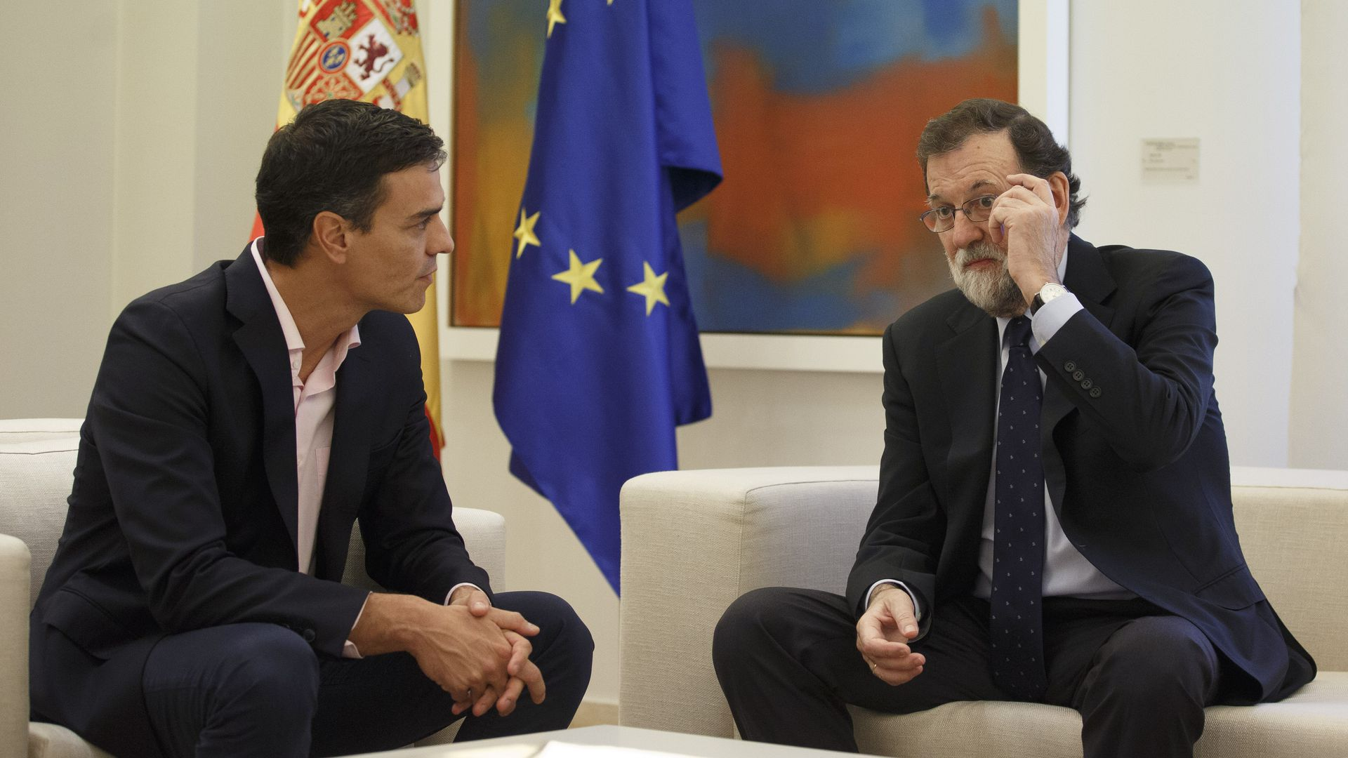 Former Spanish prime minister Mariano Rajoy talks with his successor, Pedro Sanchez
