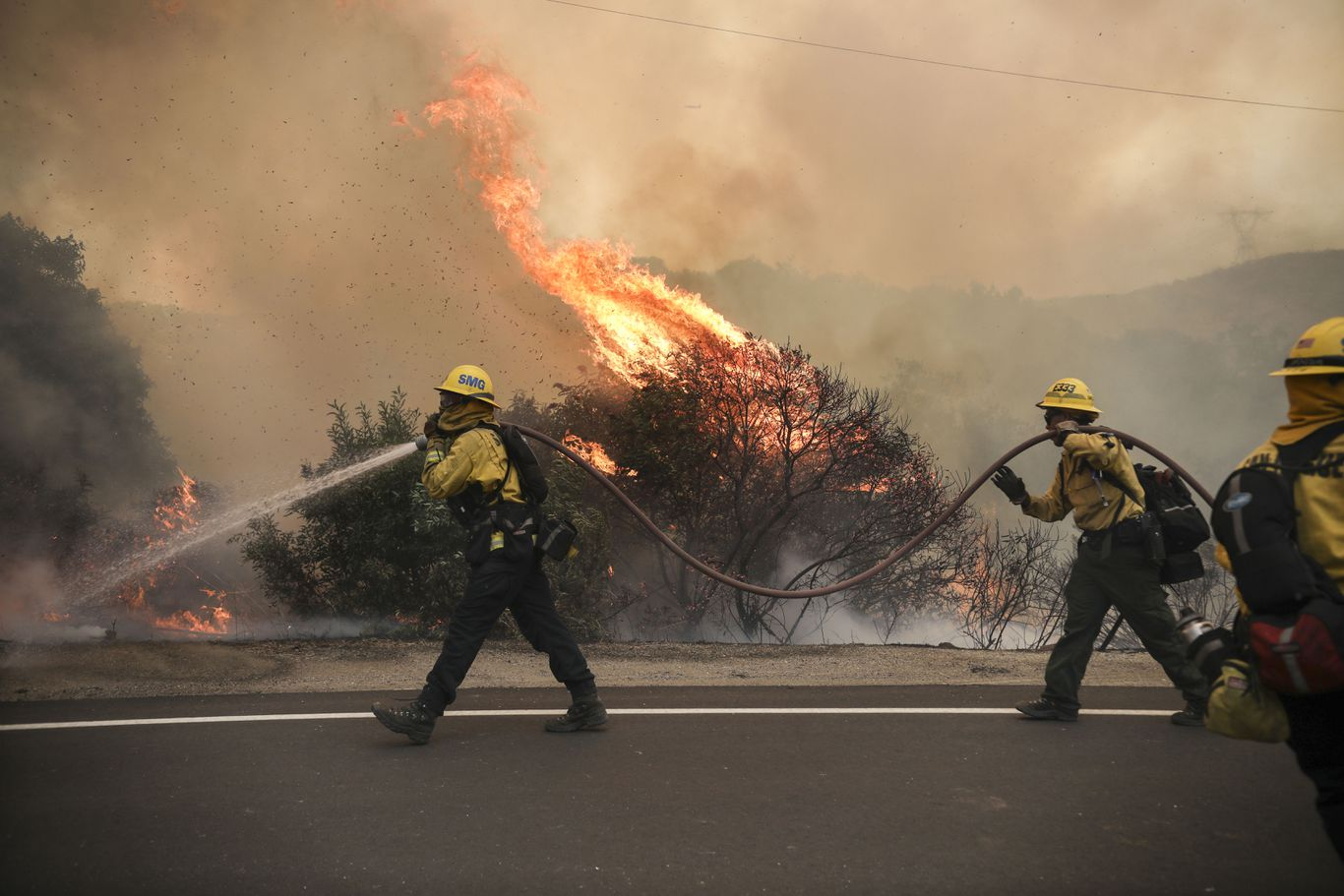 California hiker dies as record heat wave fuels massive wildfires thumbnail