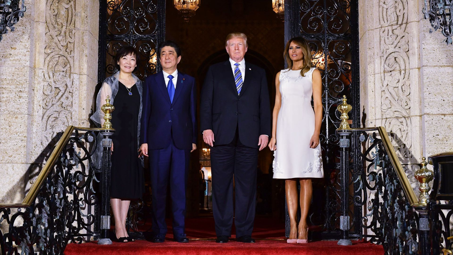 Donald Trump and Shnizo Abe on top of steps