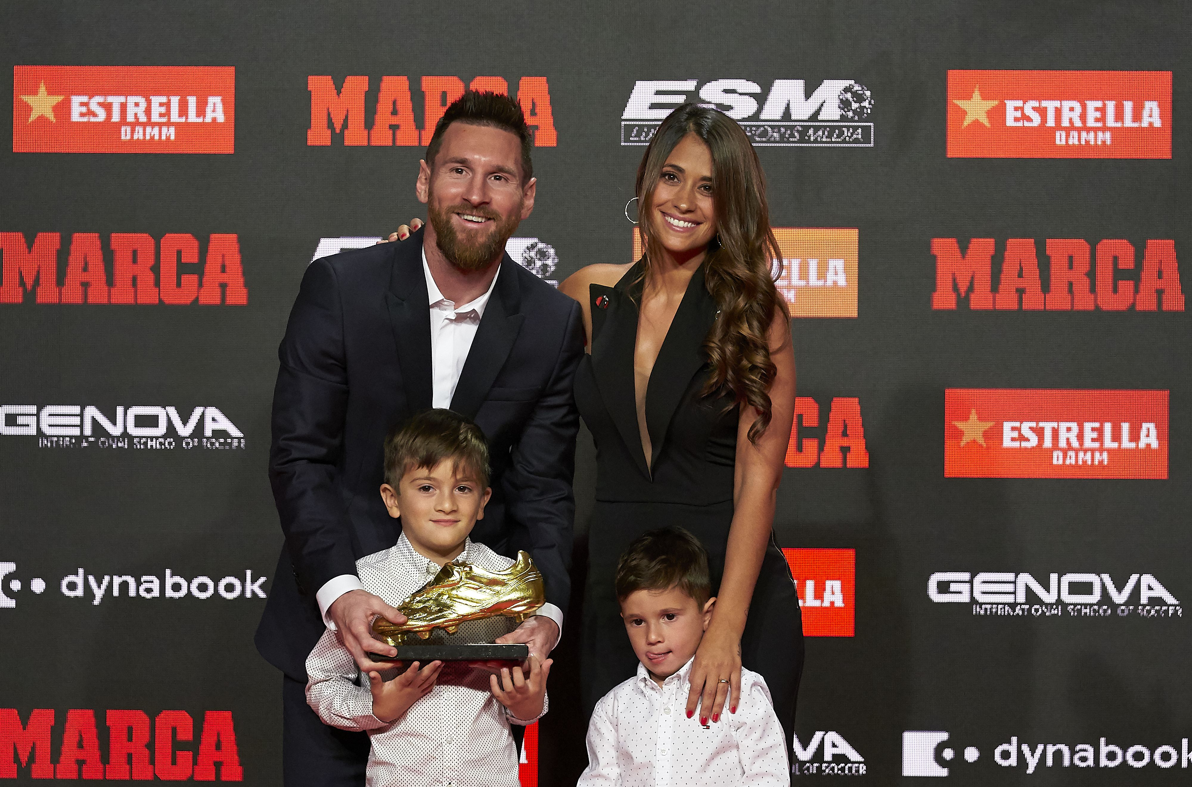 Lionel Messi poses with his family