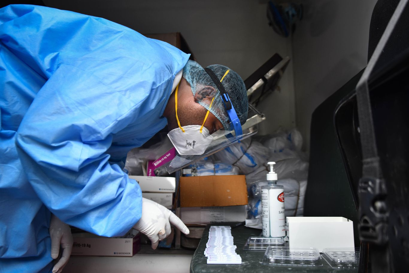 WHO: Health care workers account for around 14% of coronavirus cases thumbnail