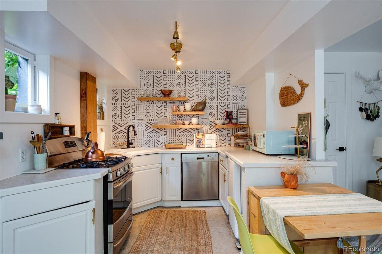 1651 Dahlia St. guest house kitchen