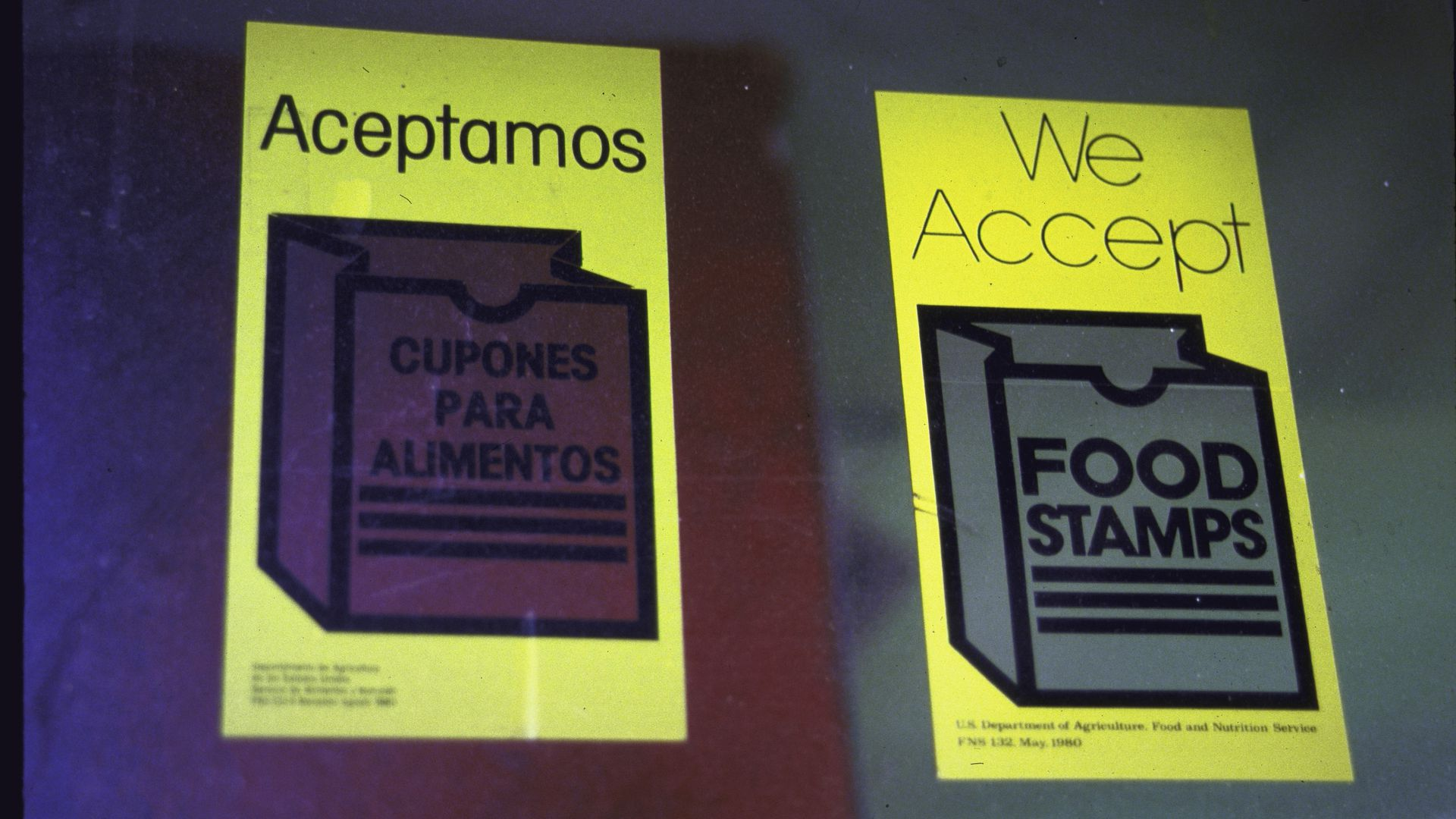 Sign stating We accept food stamps in English & Spanish.