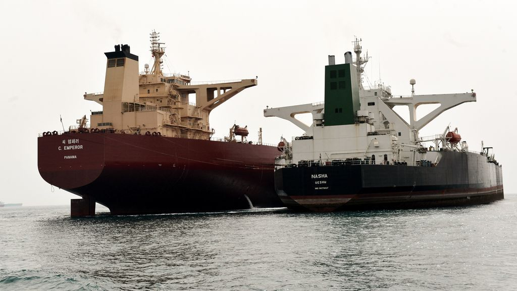 Photo of two oil tankers next to each other on the water