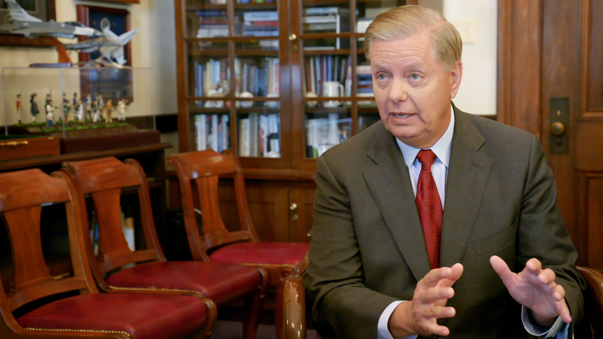 """Lindsey Graham calls Trump an """"equal opportunity abuser"""" - Axios"""