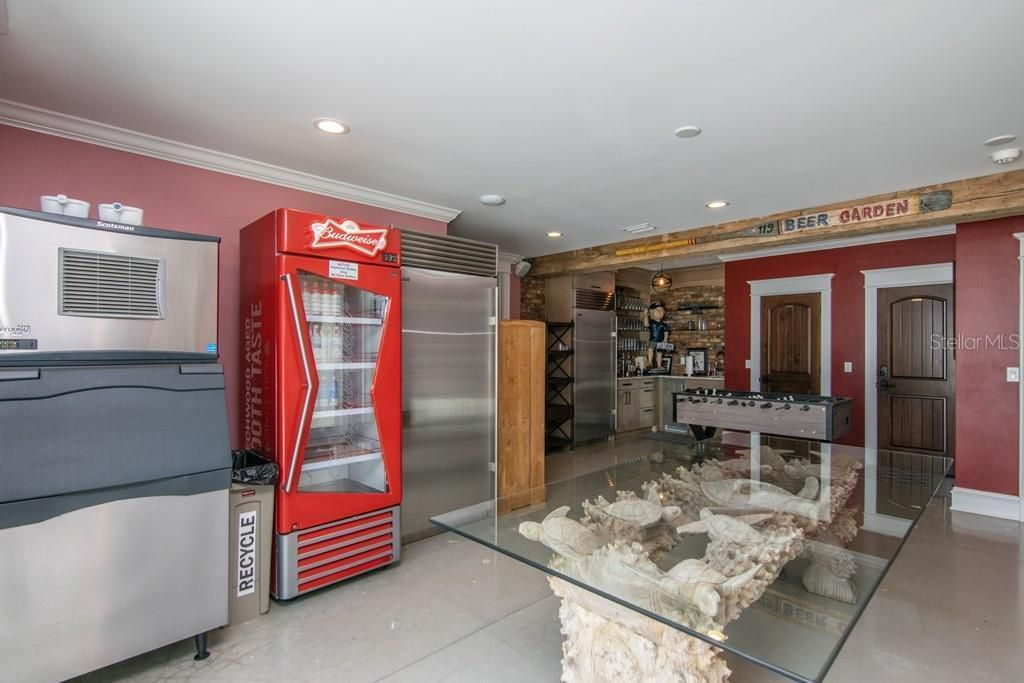 941 Bay Esplanade fridges