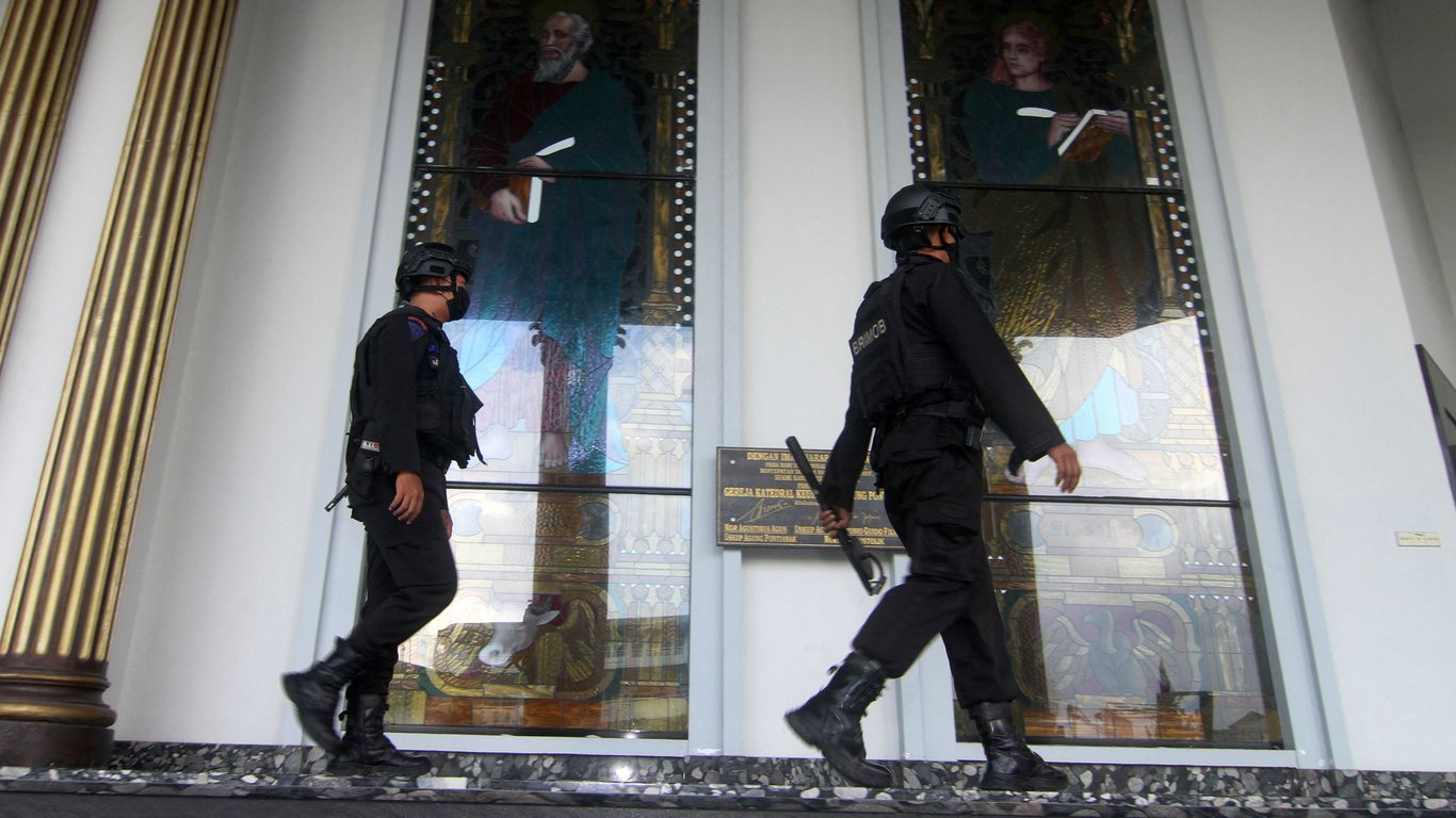 At least 19 wounded in bombing at Indonesian church
