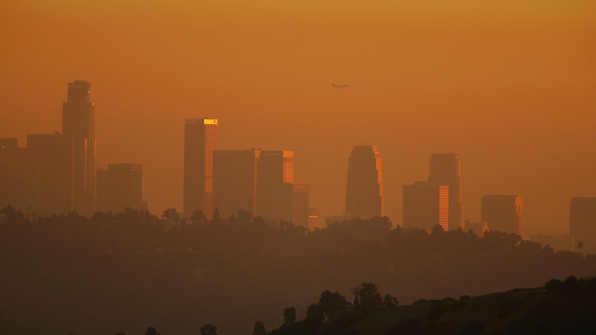 LA skyline enveloped in smog shortly before sunset on November 17, 2006.