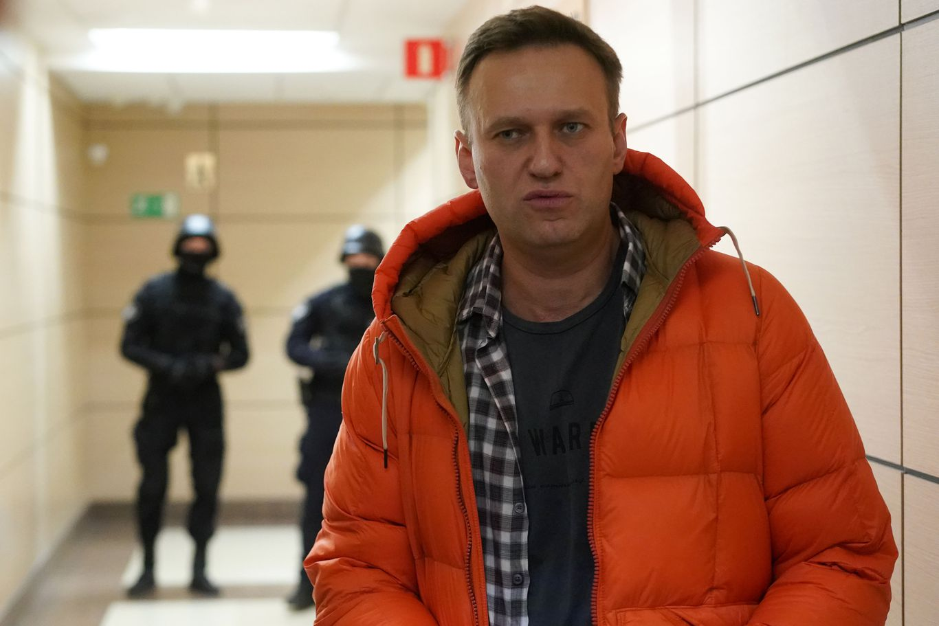 German doctors say tests suggest Putin critic Navalny was poisoned thumbnail