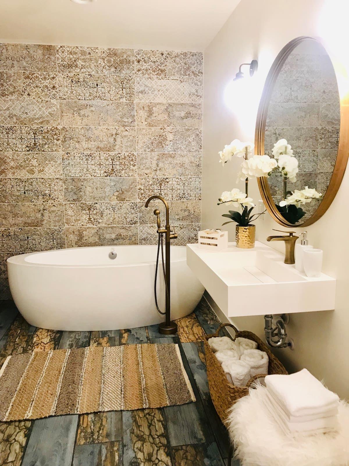 Luxury CITY Denver Tiny Hause bathroom