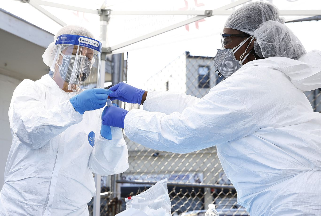 U.S. hits highest daily COVID-19 case count since pandemic began thumbnail