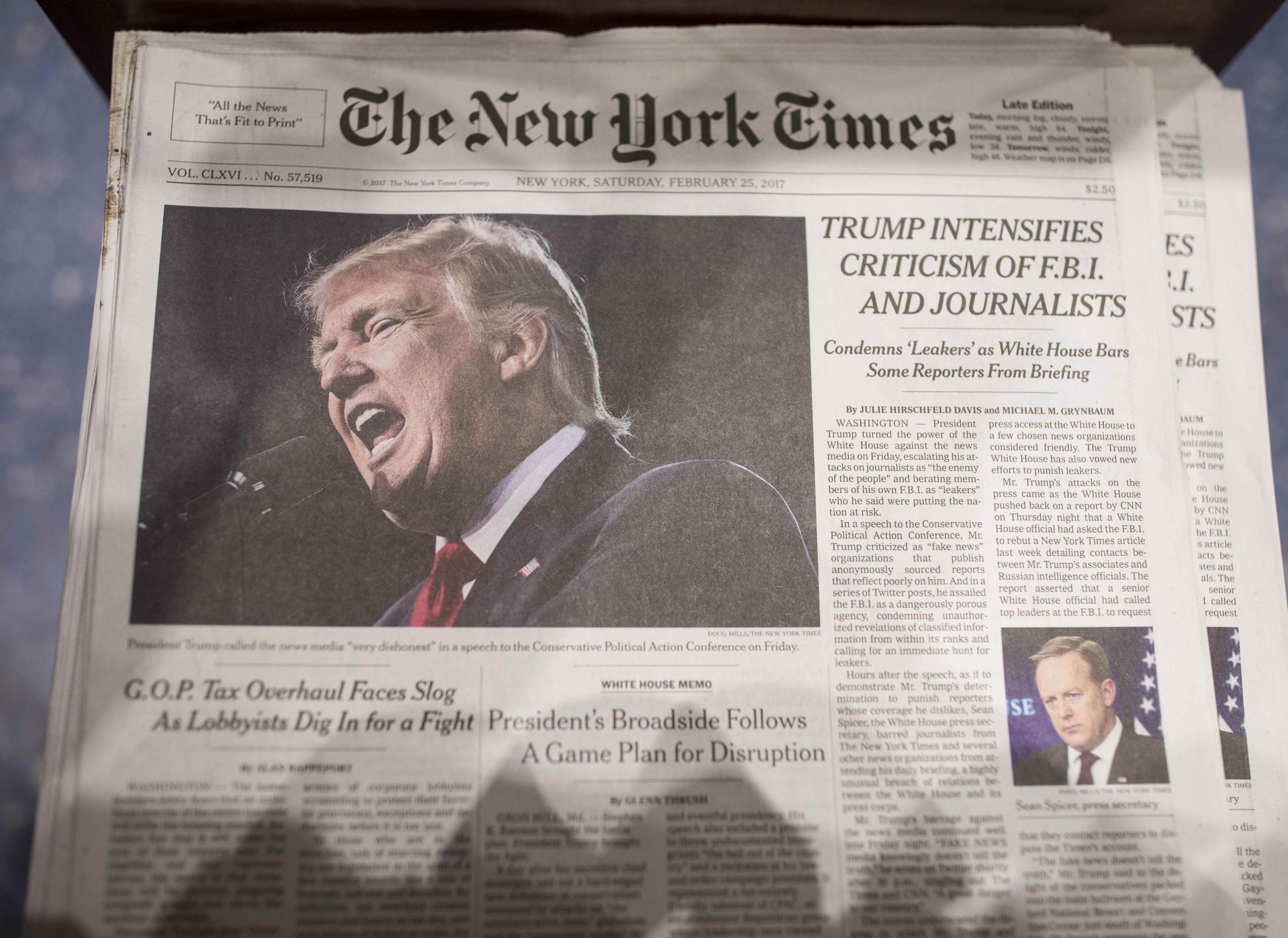 White House to order federal agencies to end NYT and WaPo subscriptions - Axios