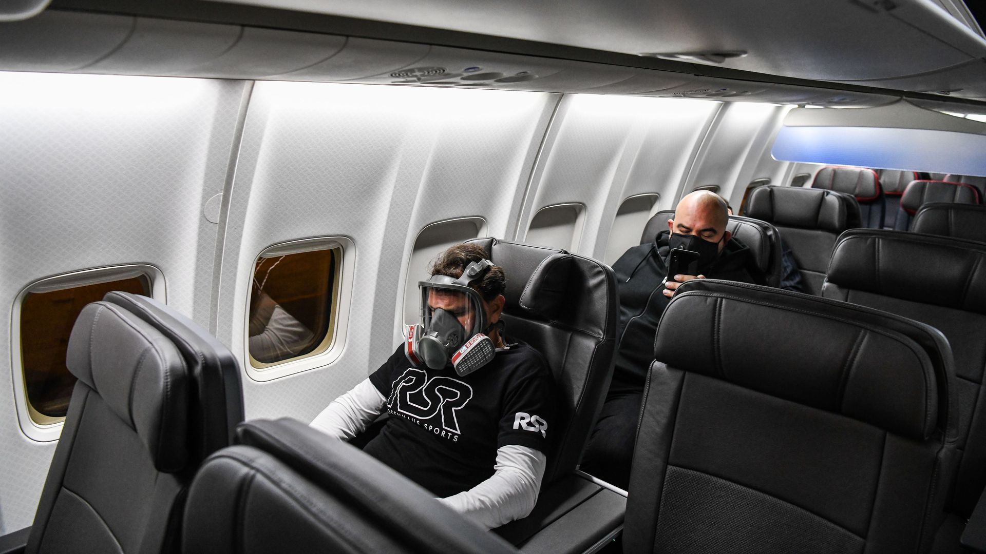 More U.S. airlines require passengers to wear face masks on ...