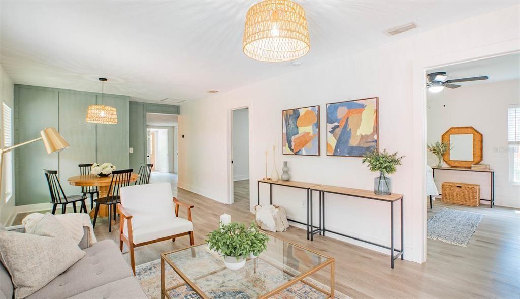 4304 W. Laurel St living room