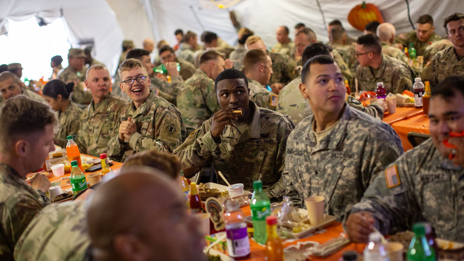 Troops eat Thanksgiving meal at southern border.