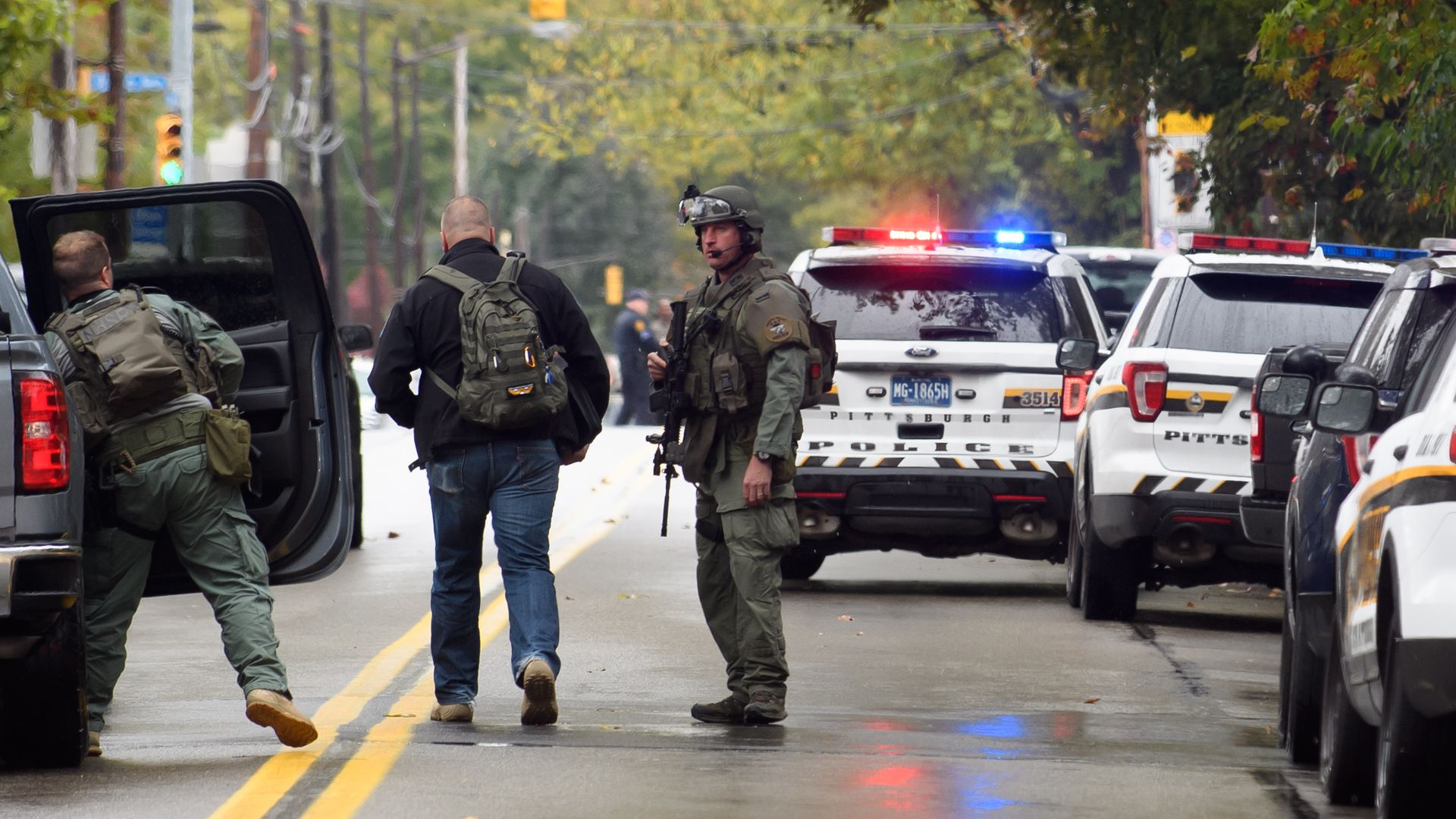 11 dead, 6 wounded, suspect in custody in Pittsburgh synagogue