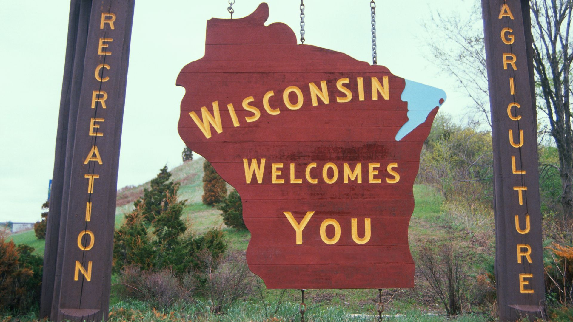 A welcome to Wisconsin sign