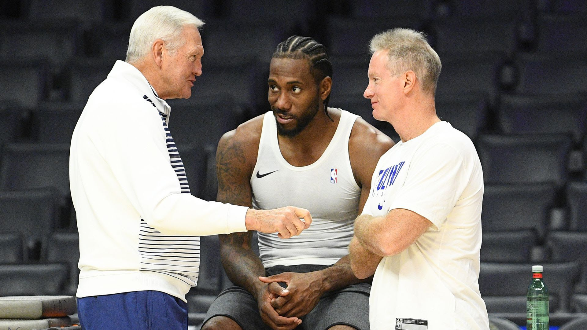 LA Clippers player Kawhi Leonard speaking with management