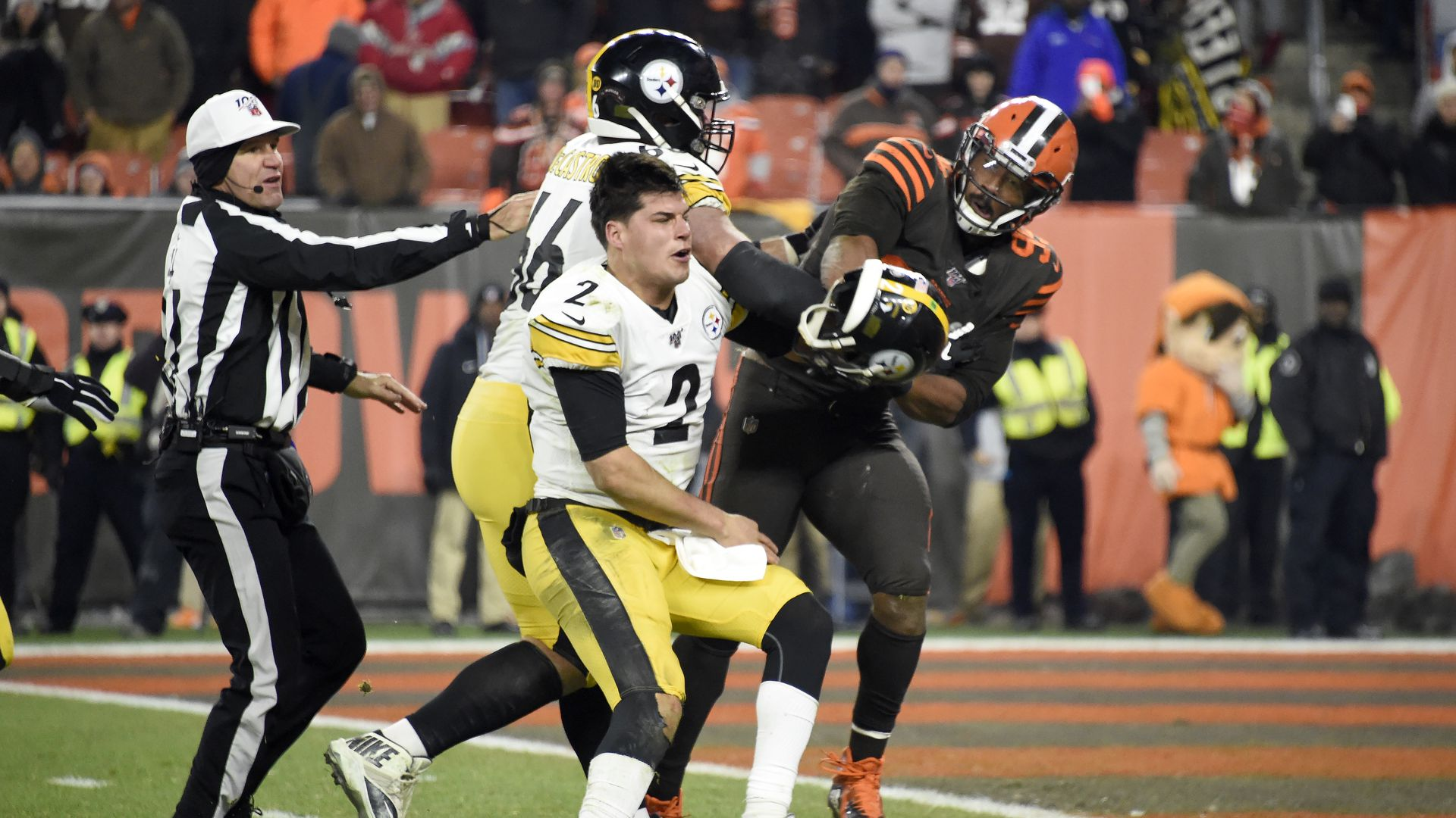 Fight between Cleveland Browns and Pittsburgh Steelers