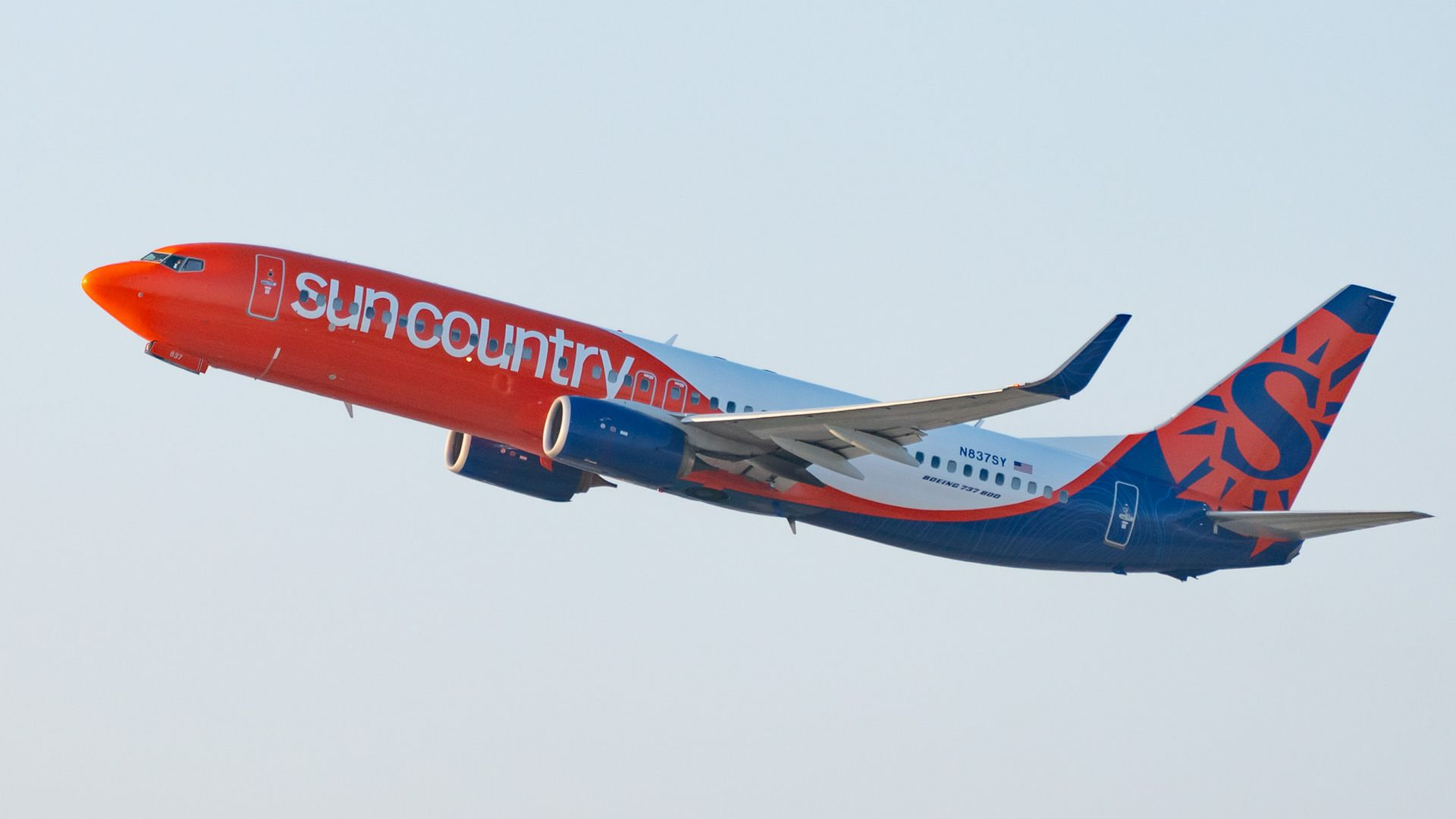 Picture of a Sun Country Airlines plane