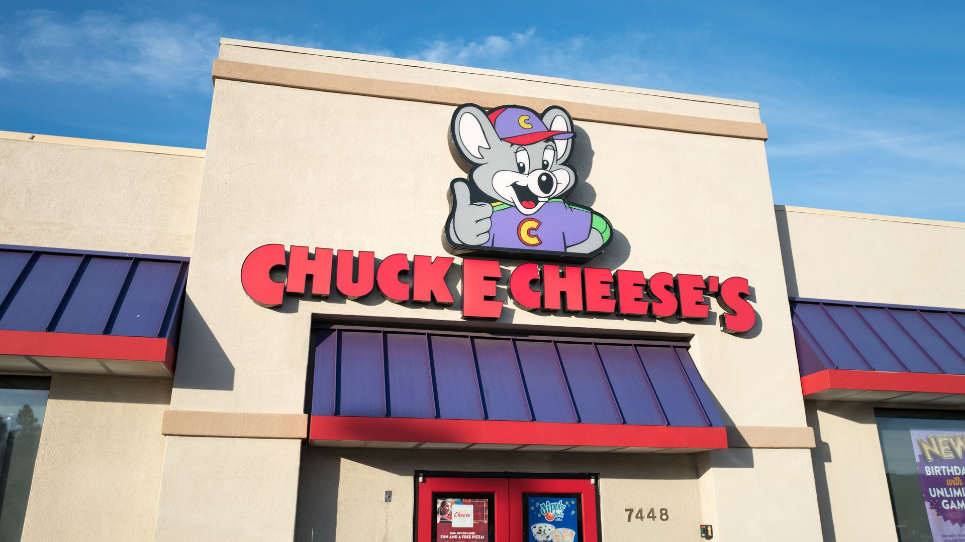 Chuck e cheese storefront.