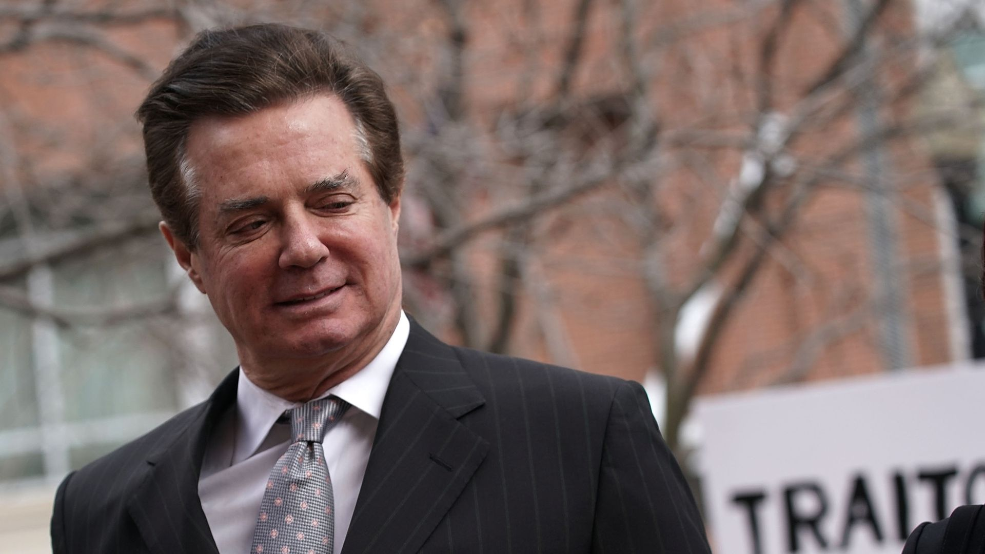 Paul Manafort leaving a courthouse
