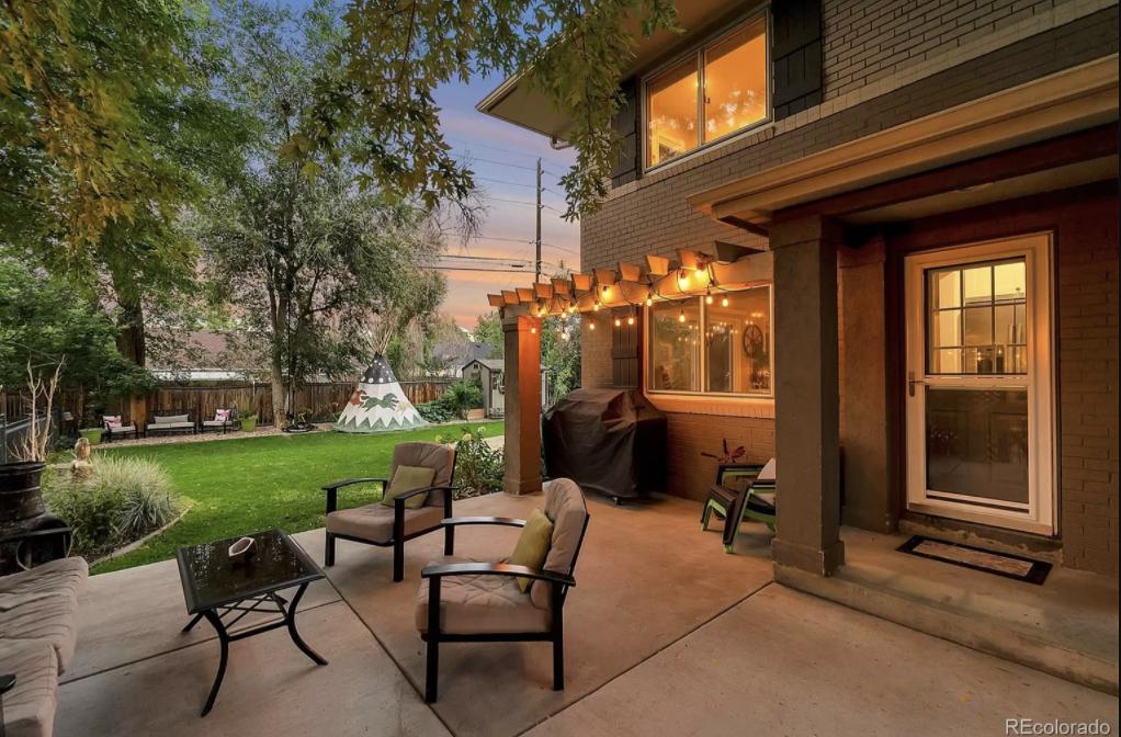 7025 E. 3rd Ave. outdoor living area