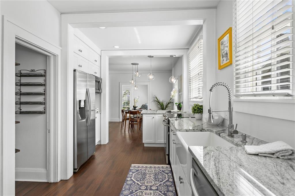 2809 W. Sitios St. kitchen