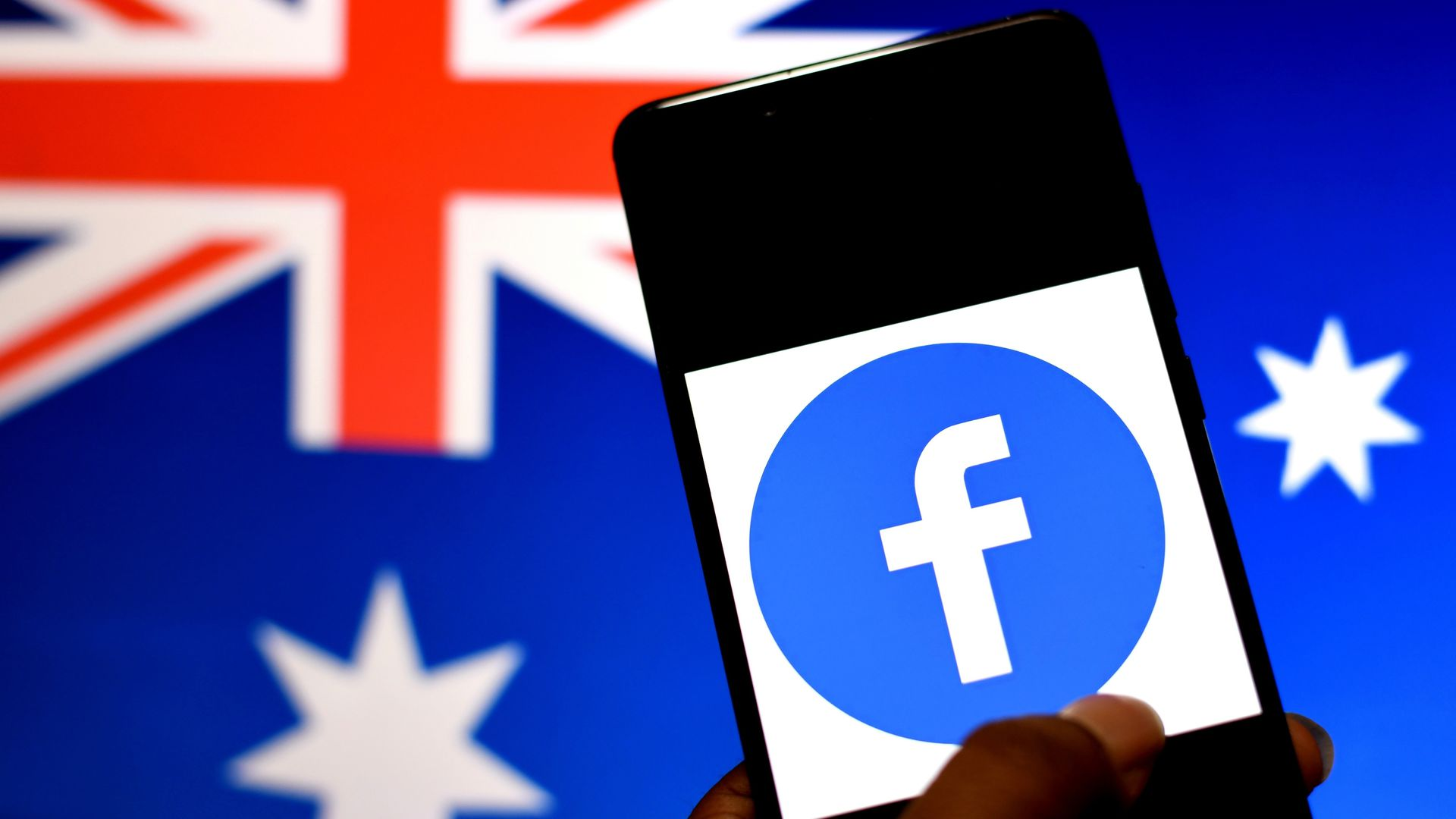 Facebook strikes last-minute deal with Australia around news content - Axios