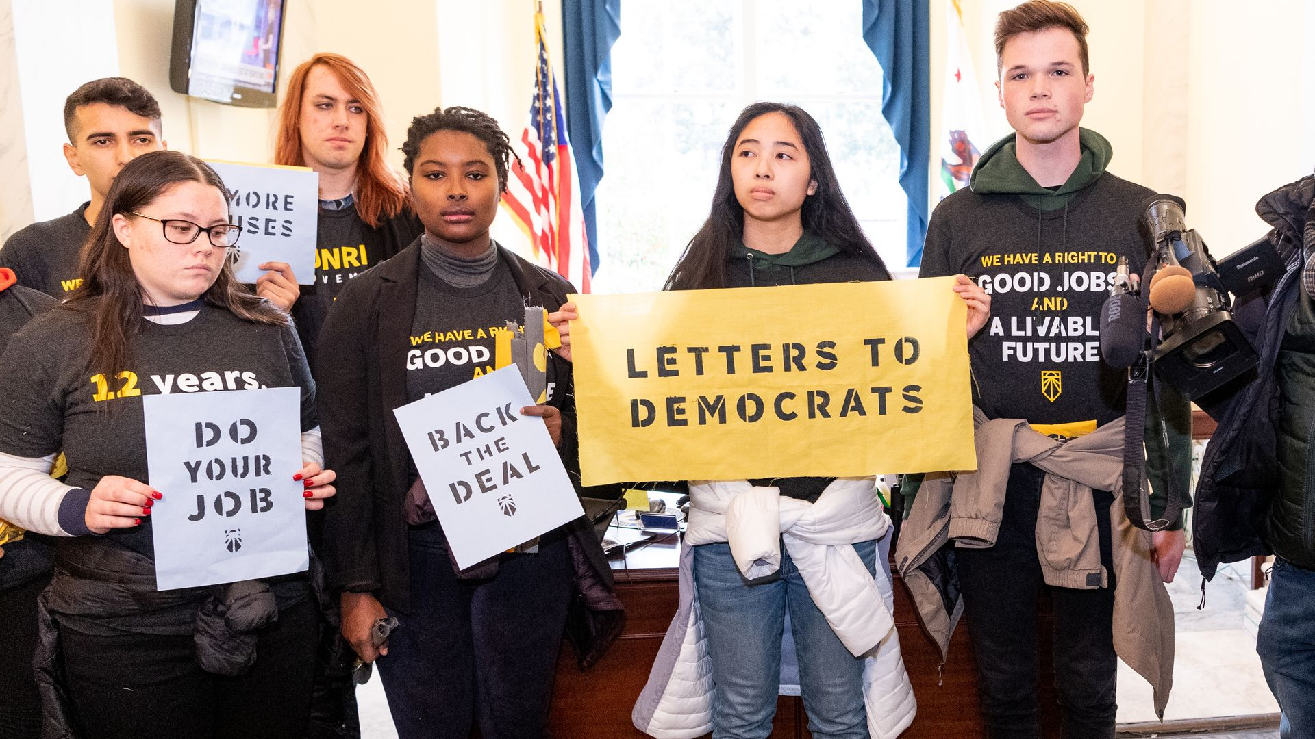 Protestors who want green new deal