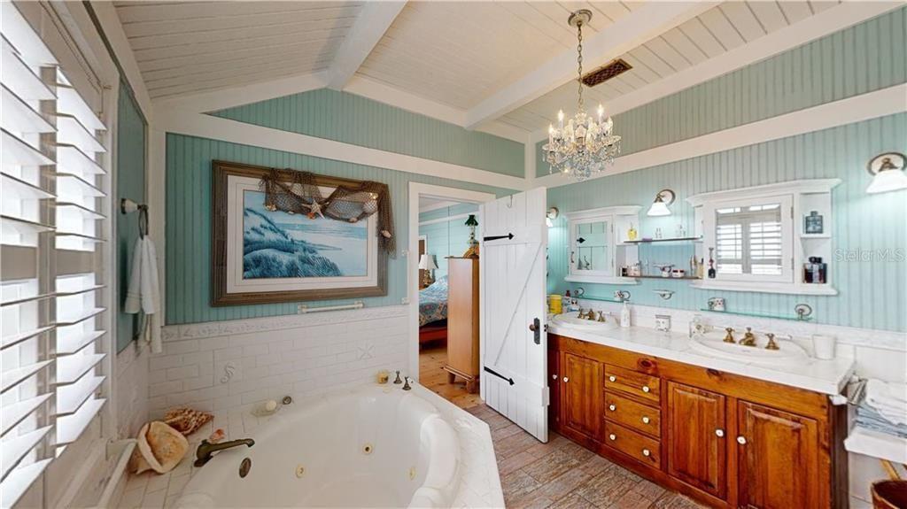 724 Eldorado Ave. bathroom