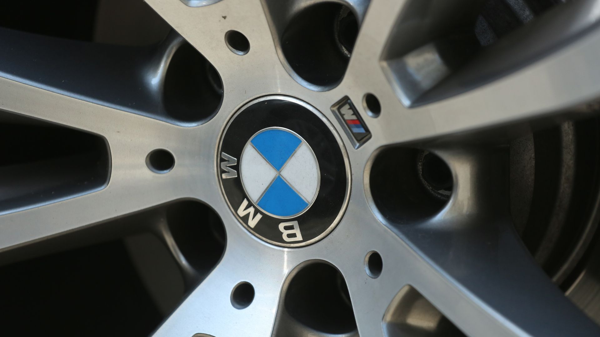 BMW weel and logo.